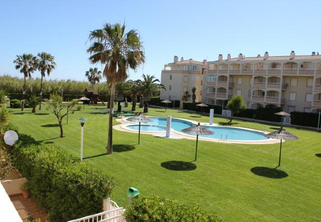 lquiler-piso-en-denia-jardin-piscina2-alquileres-denia